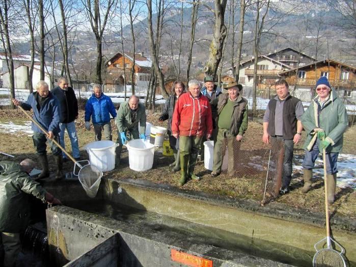 L'équipe de l'association au travail le samedi 26 janvier 2013, à l'occasion d'une opération d'entretien exceptionnelle vu la température ambiante... (Doc. Jean-Paul Fivel)