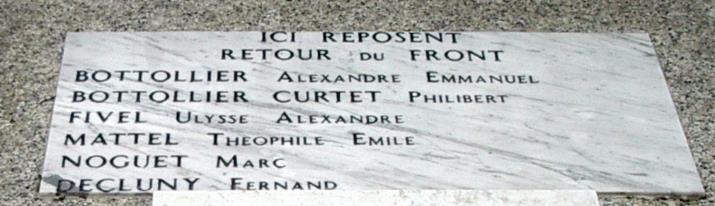 Monument aux morts de Passy : les 6 Passerands enterrés sous le monument (cliché Bernard Théry)