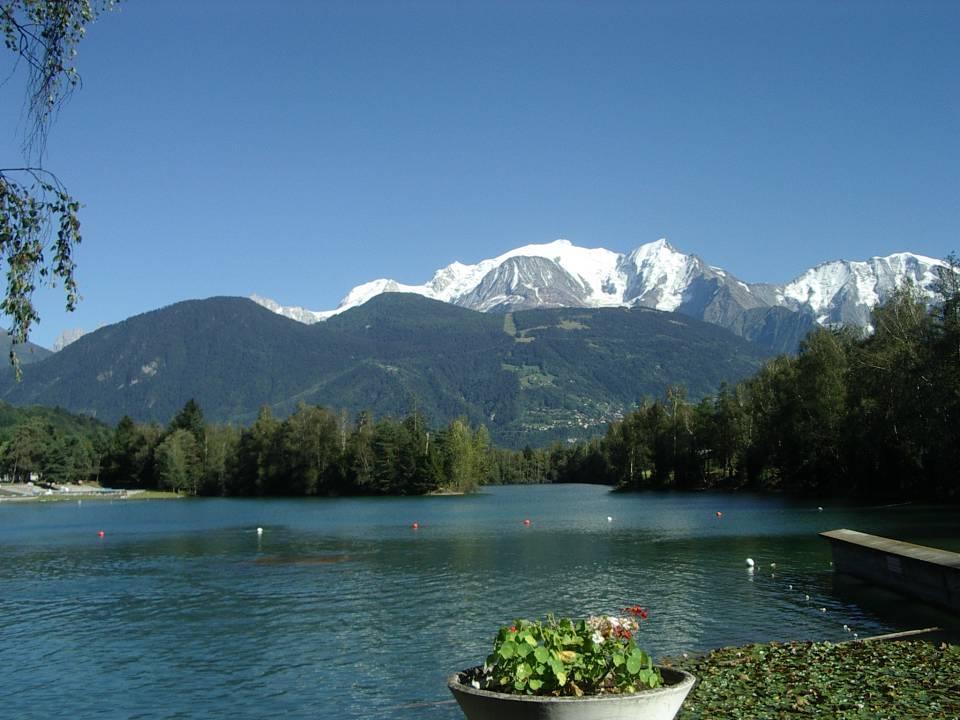 Lac de la Cavettaz aménagé pour la baignade, aujourd'hui (cliché Bernard Théry, 2011)