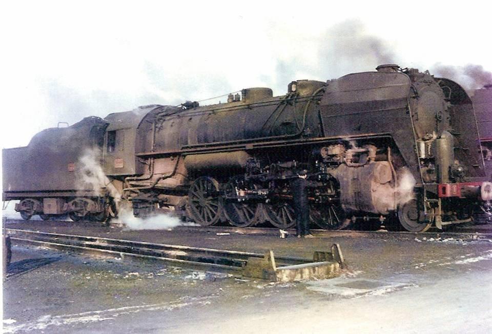 Locomotive de voyageurs 141, au Fayet (coll. Michel Sirop)