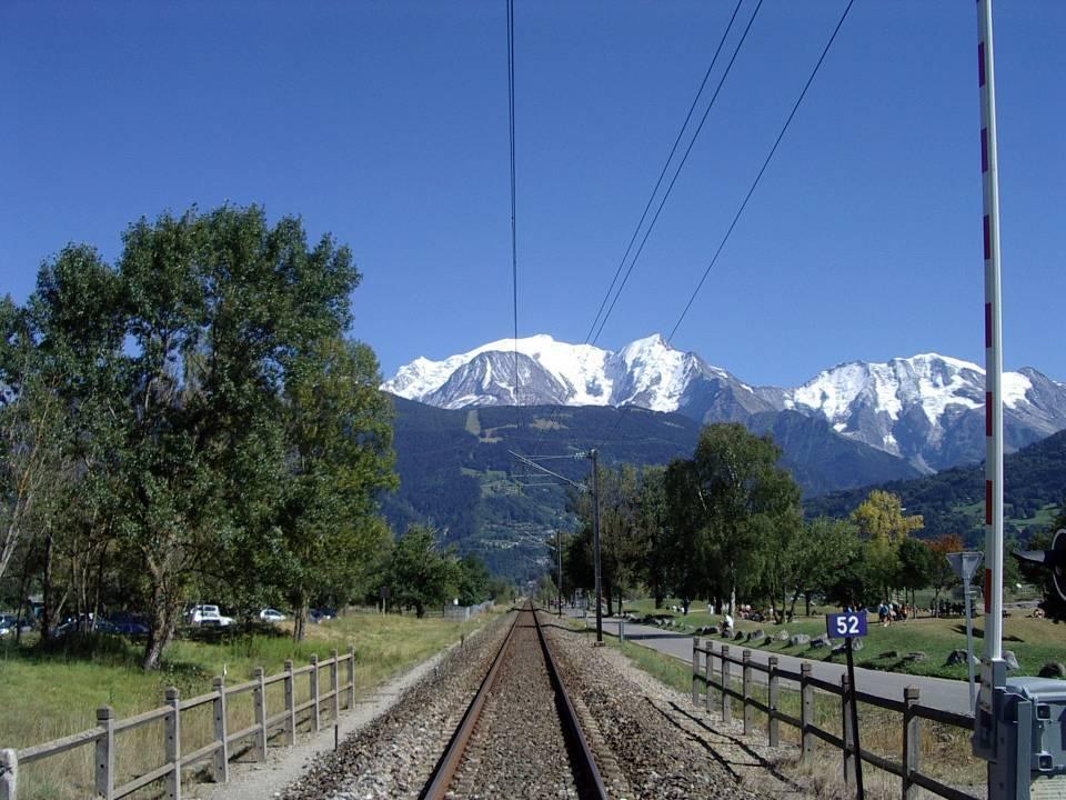 La voie ferrée à l'approche du Fayet, au niveau de la Cavettaz, à Passy (cliché Bernard Théry, 2012)