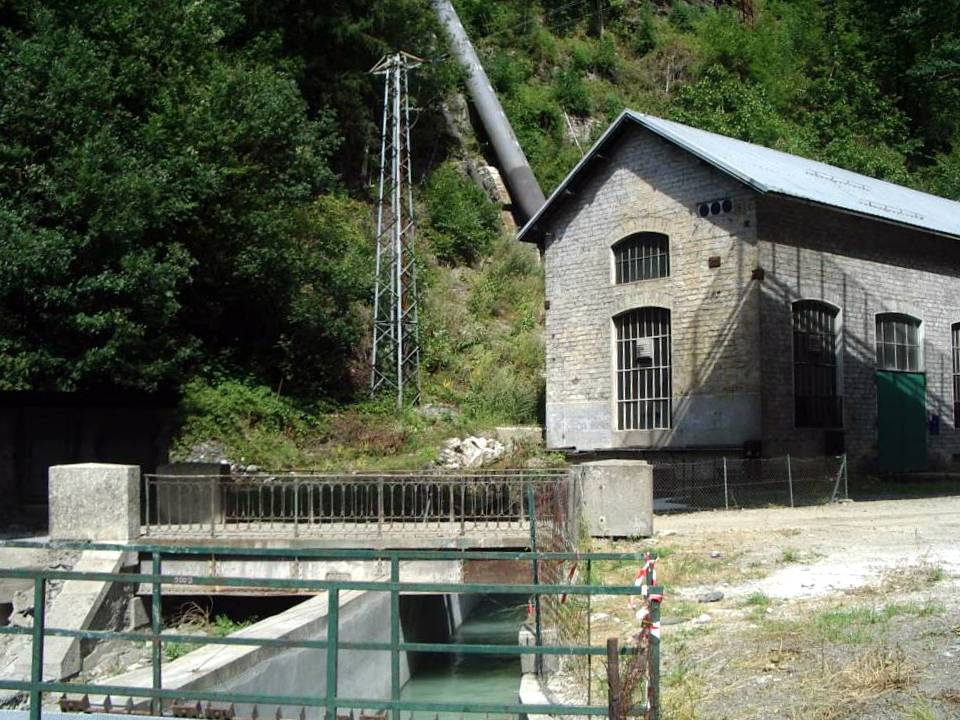 Canal de fuite à la sortie de la centrale de Servoz (cliché Bernard Théry, 2012)