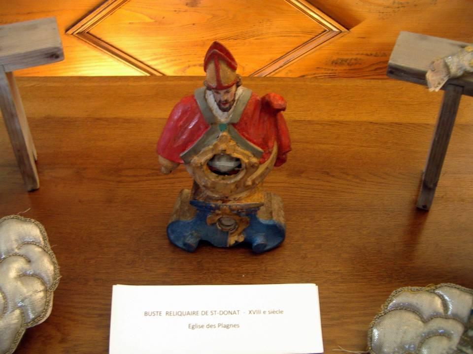 Présentation du reliquaire de saint Donat, récemment restauré, lors des Journées du patrimoine de sept. 2012 (cliché Bernard Théry)