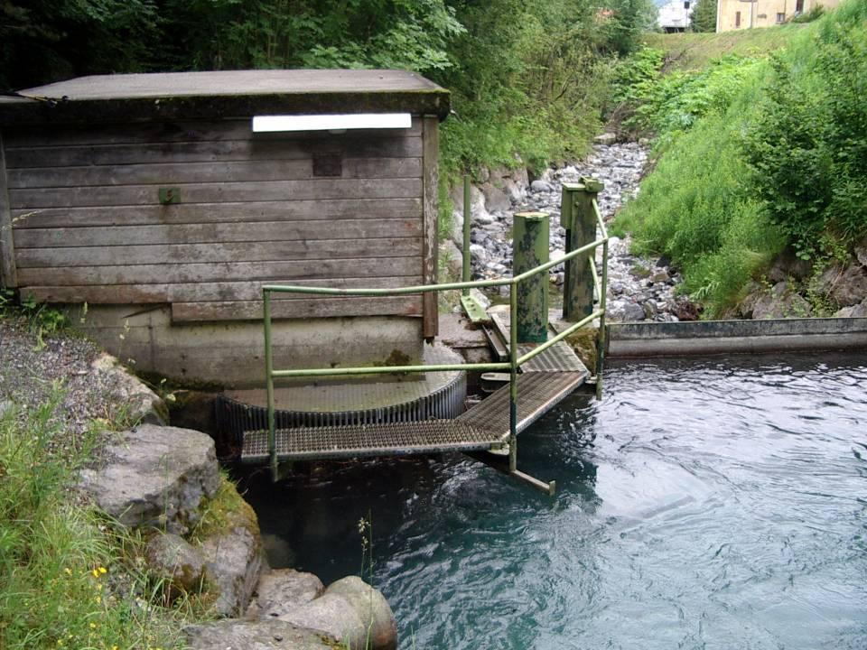 Le barrage sur l'Ugine, vu de l'amont (cliché Bernard Théry)