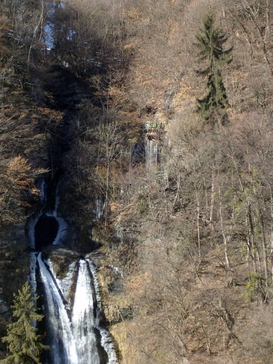 Le bas de la colonne forcée de la Motte est visible uniquement en hiver, juste au-dessus de la cascade du Cœur (cliché Bernard Théry)
