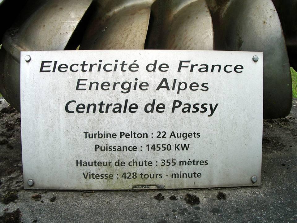 Caractéristiques techniques de la turbine Pelton (cliché Bernard Théry)