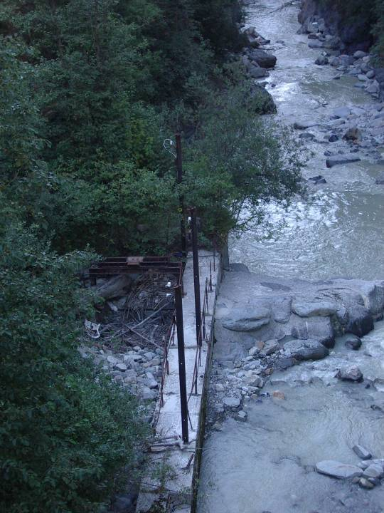 Vestiges du barrage des Chavants aujourd'hui (cliché Bernard Théry)