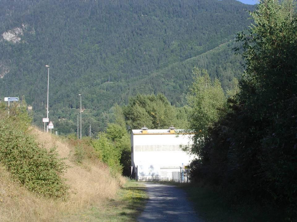 Centrale E.D.F. de l'Abbaye, en aval du barrage (cliché Bernard Théry)
