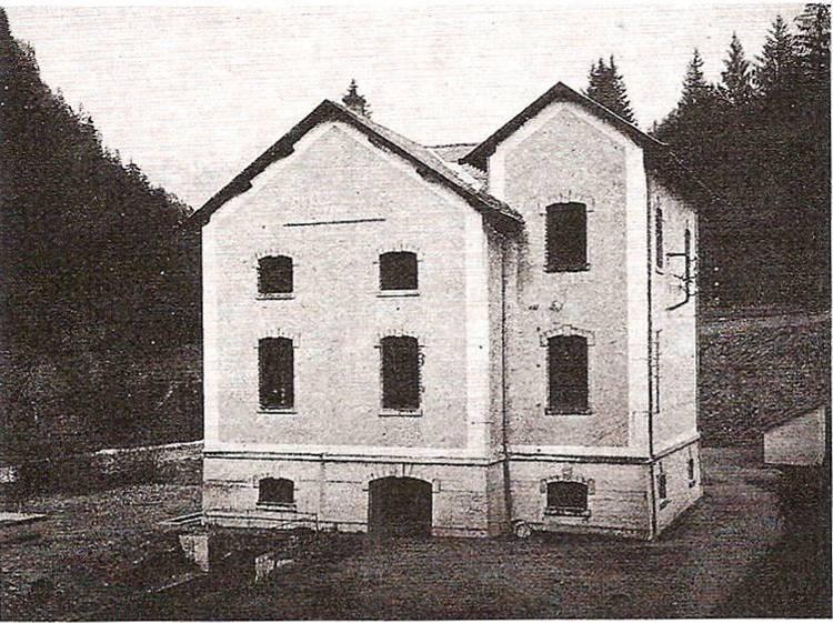 Bâtiment de la centrale des Chavants annexe abritant les transformateurs ; il n'en reste aujourd'hui que le soubassement (J.P. Gide, op. cit., p. 83)