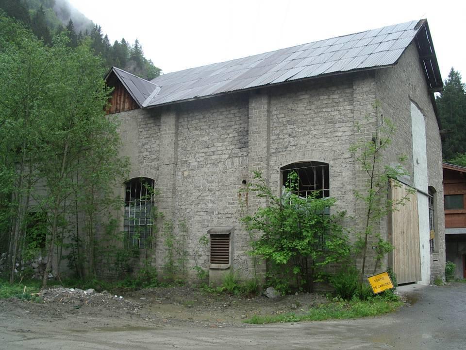 Le bâtiment situé plus à l'ouest existe encore (cliché Bernard Théry)