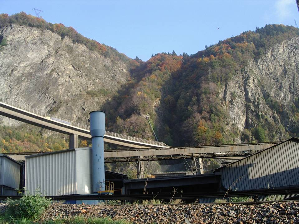 La conduite forcée et l'usine de Chedde (cliché Bernard Théry)