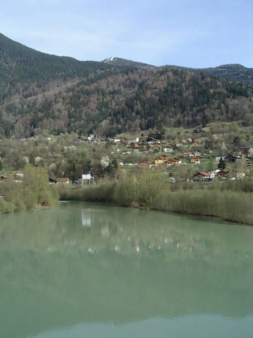 La retenue d'eau du barrage de l'Abbaye à Passy (cliché Bernard Théry)