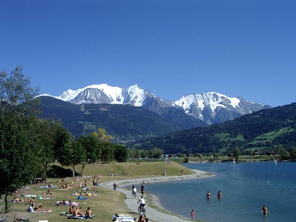 Détente en été, face au Mont-Blanc, au lac de Passy (cliché Bernard Théry)