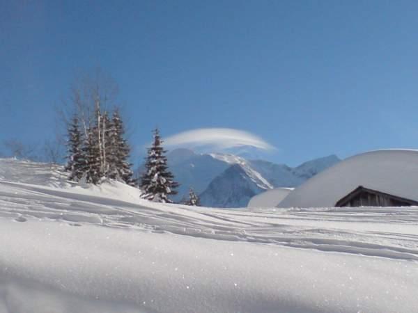 Le Mont-Blanc et son chapeau, vus des Ayères, en hiver, à Passy (doc. J .P. Fivel, janvier 2013)