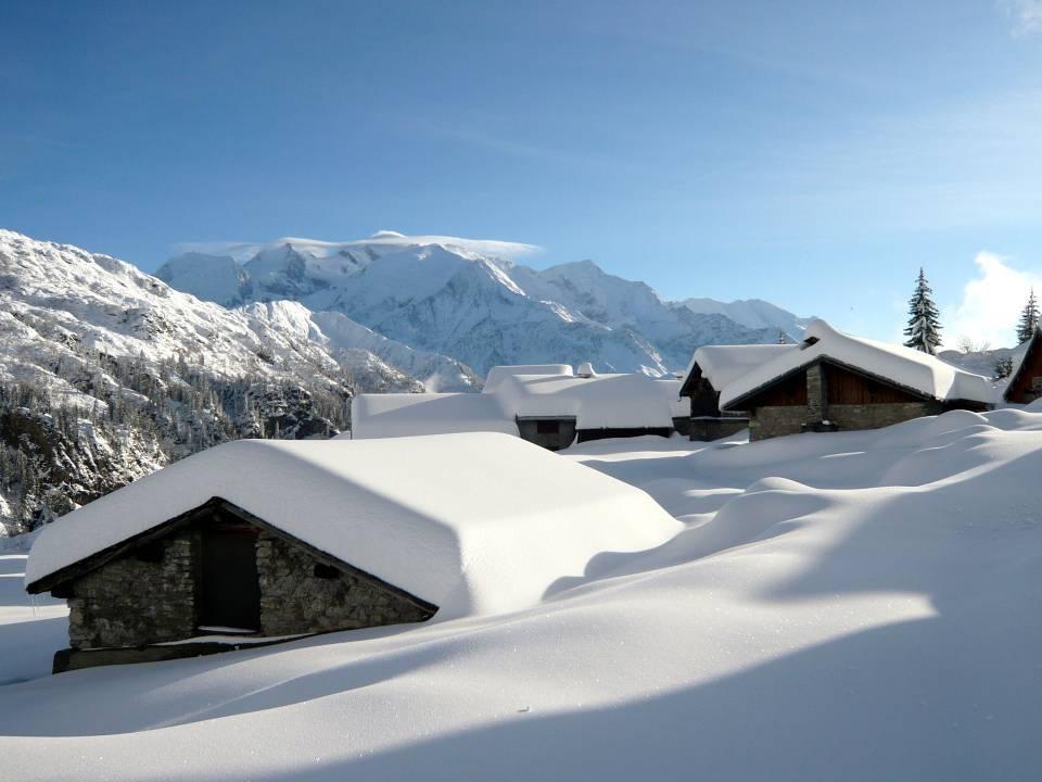 Les chalets des Ayères en hiver (cliché Denis Piazza, déc. 2011)