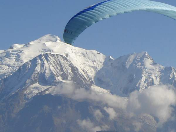 Mont-Blanc et parapente, en hiver, à Passy (doc. J .P. Fivel)