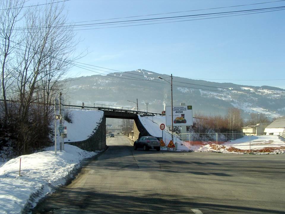 Le pont SNCF de l'Aérodrome, vue de l'avenue de l'Aérodrome en janvier 2013 (cliché Bernard Théry)