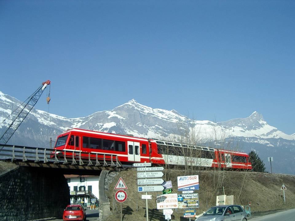 Un des derniers trains à passer sur l'ancien pont, 26 février 2013 (cliché Bernard Théry)