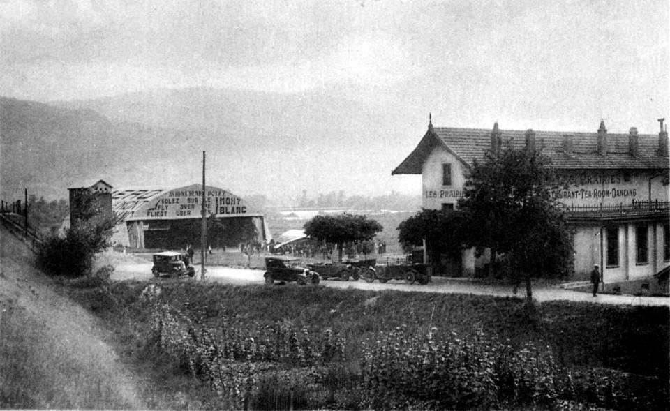 A gauche, le pont SNCF de l'Aérodrome et le hangar vus de l'avenue de l'Aérodrome, autrefois ; à droite la Villa des Prairies (Coll. Pierre Dupraz)