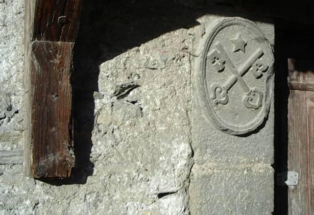 Les clés de saint Pierre, ferme dite « de Saint-Pierre », rue des Outards, Passy (cliché Bernard Théry)