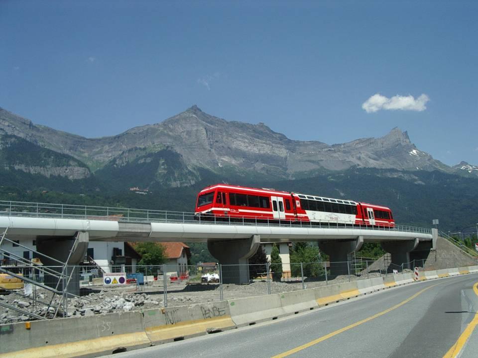 Retour du train sur le nouveau pont sncf de l'Aérodrome, à Passy (Cliché Bernard Théry, 6 juillet 2013)