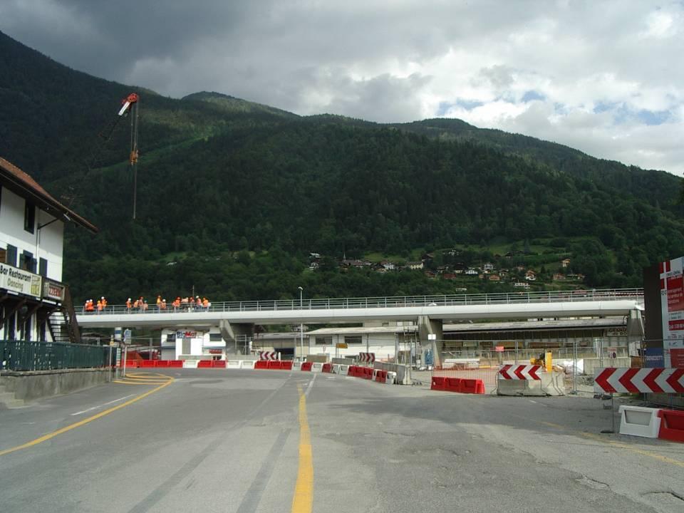 Pont SNCF de l'Aérodrome à Passy : pose du ballast (cliché Bernard Théry, 25 juin 2013)