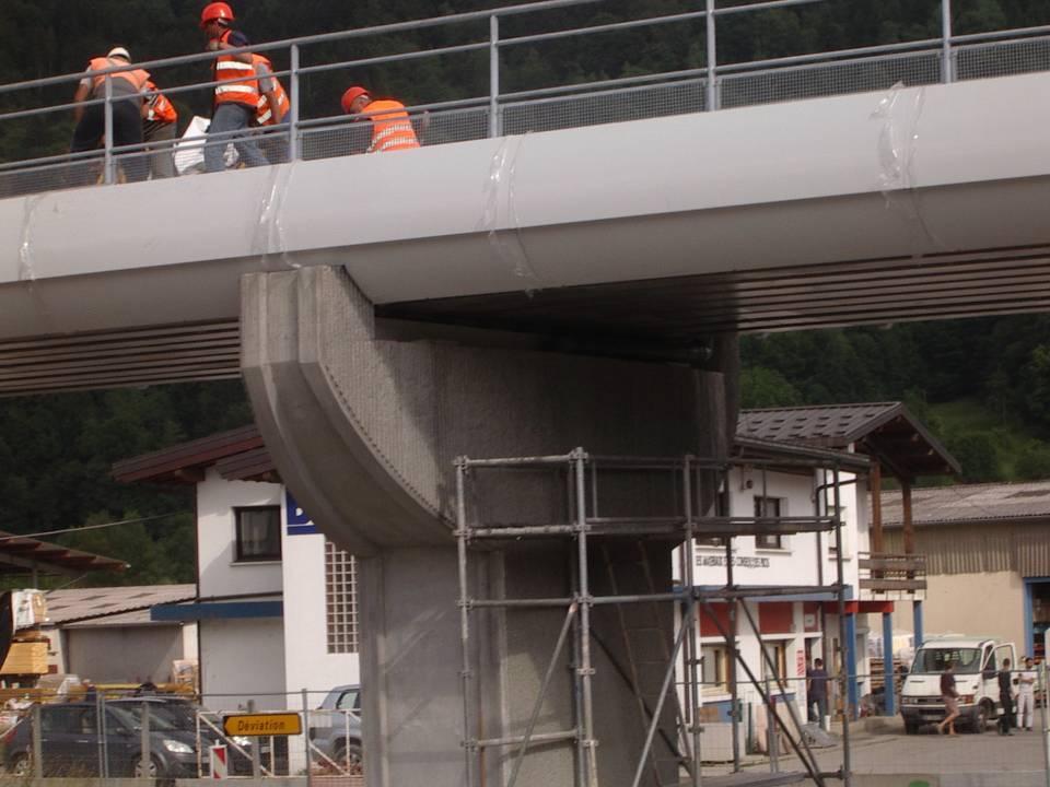 Pont SNCF de l'Aérodrome à Passy : pose du ballast  ; un pilier (cliché Bernard Théry, 25 juin 2013)
