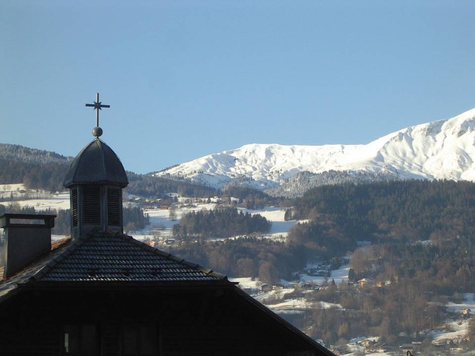 Le clocheton et la croix de l'école des Ruttets, à Passy (cliché Bernard Théry)