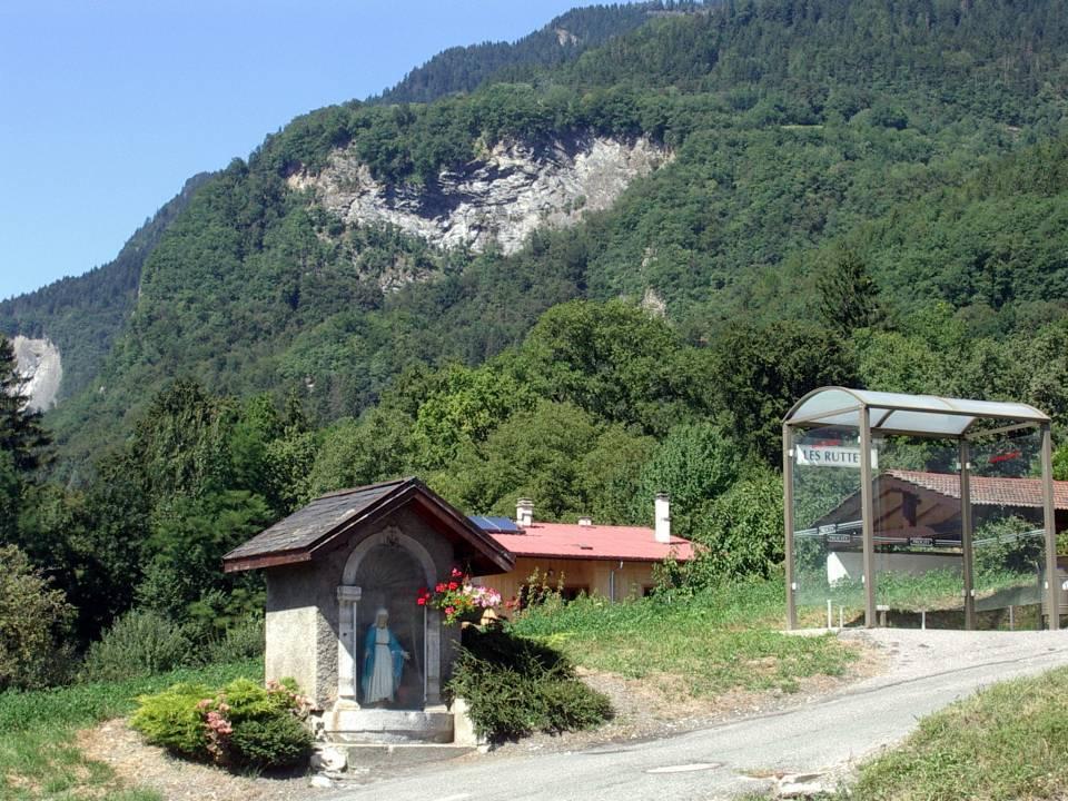 L'oratoire des Ruttets, en face de l'école (cliché Bernard Théry)
