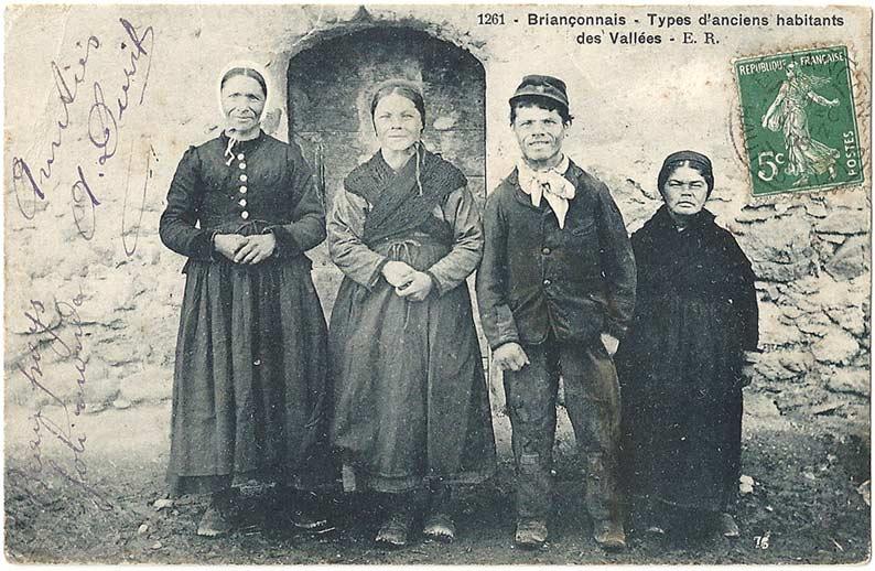 Carte postale ancienne « Briançonnais – Types d'anciens habitants des Vallées »