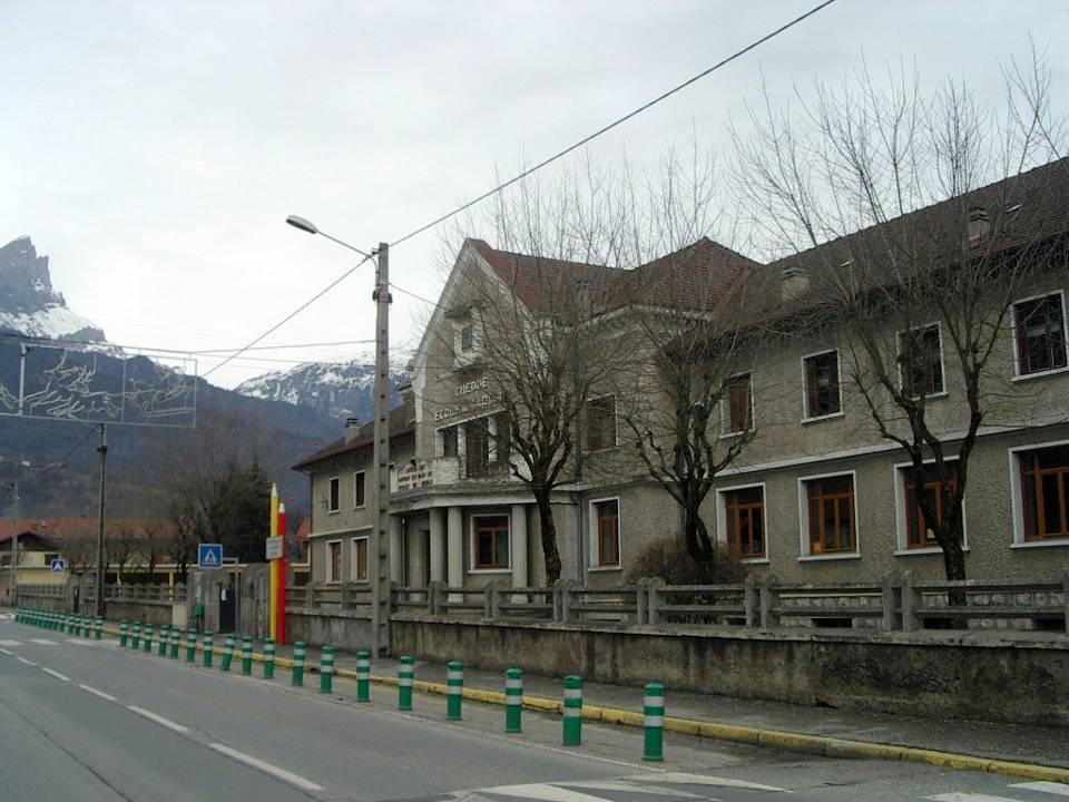 L'école des garçons à Chedde construite en 1939 (cliché Bernard Théry)