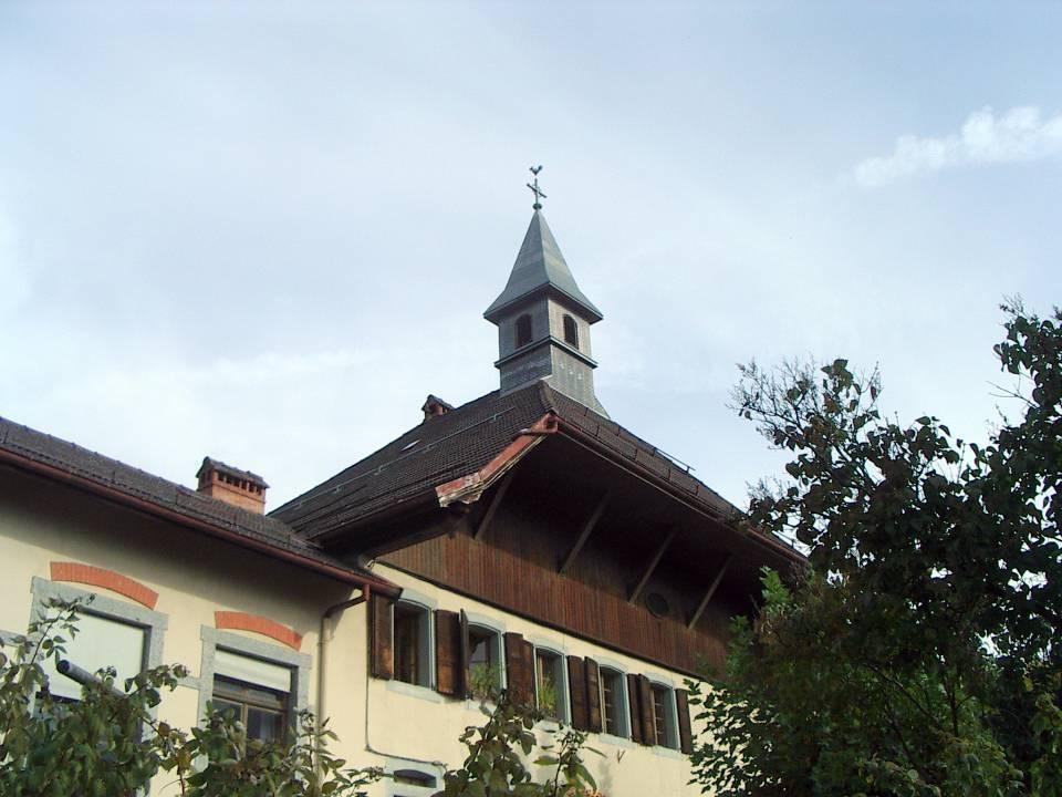 L'école de la Motte, façade, clocheton et agrandissement (cliché Bernard Théry)