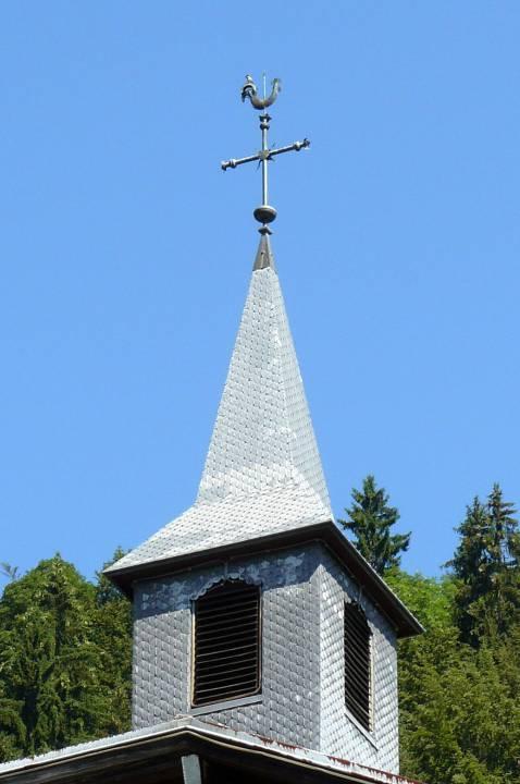 Clocheton de la chapelle-école de Maffrey, avec la croix et le coq  (cliché Stéphane Théry)
