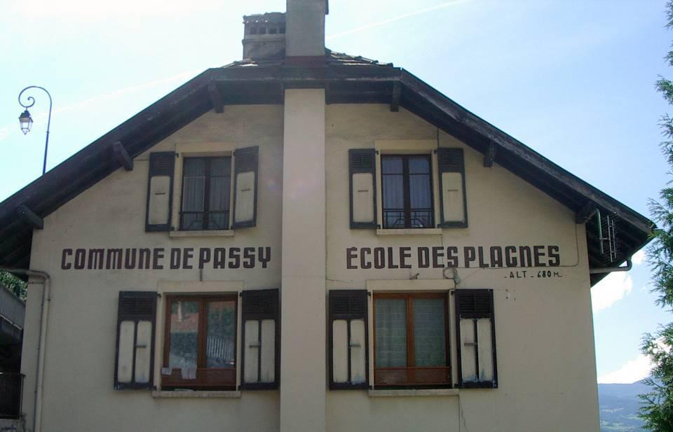 Commune de Passy, école des Plagnes, altitude 680 m (cliché Bernard Théry)