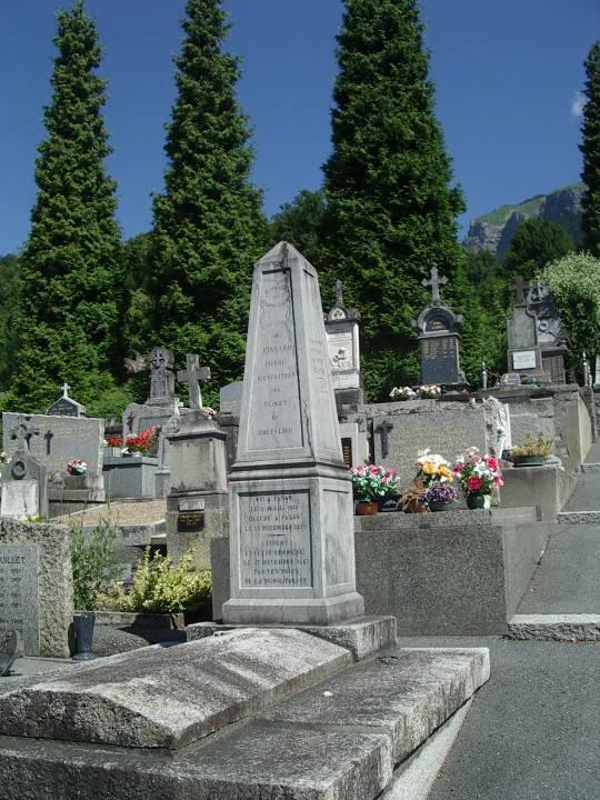 La tombe de Pierre Pissard au cimetière de Passy (cliché Bernard Théry)