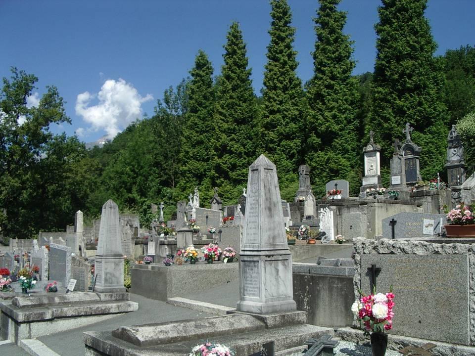 Les tombes de Pierre Pissard, à gauche, et celle de Pierre Bosson, au premier plan (cliché Bernard Théry)