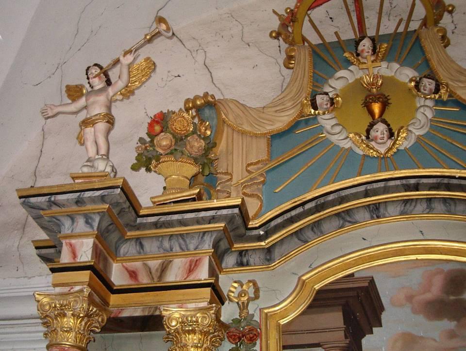 Retable de la chapelle de Maffrey, haut de la partie gauche (cliché Bernard Théry, 2013)