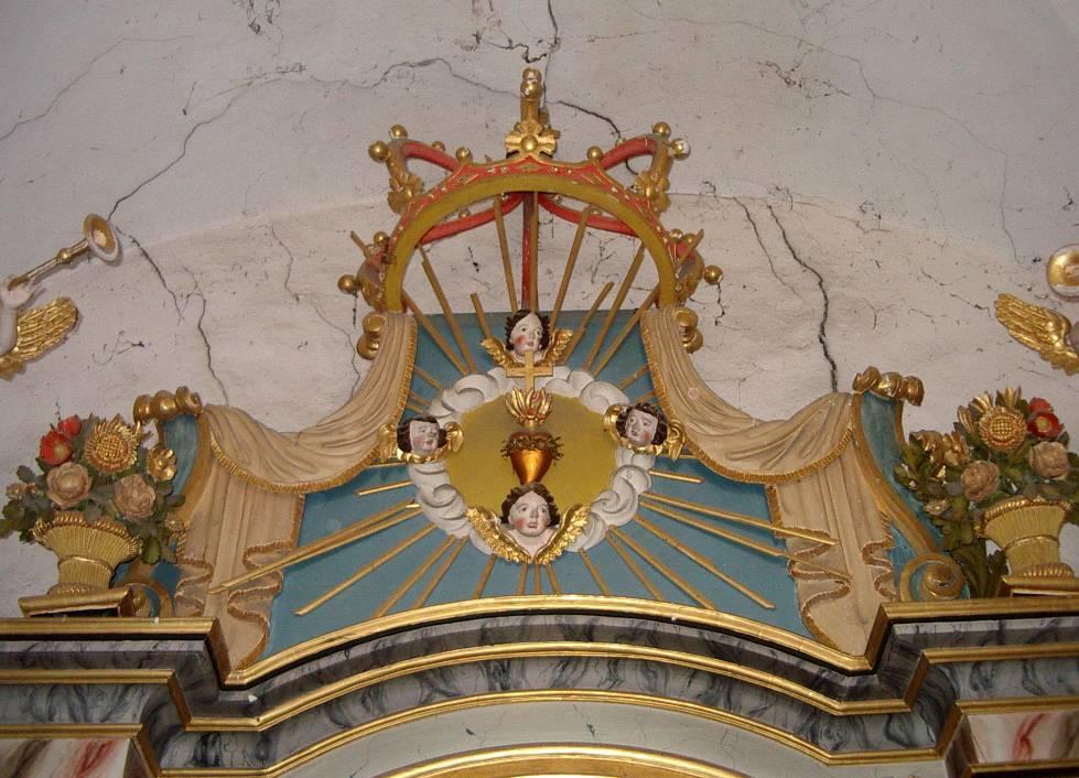 Retable de la chapelle de Maffrey, le couronnement (cliché Bernard Théry, 2013)