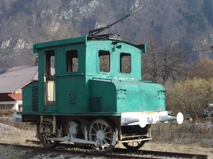 Le locotracteur après la restauration, devant la gare de Chedde (cliché Bernard Théry).