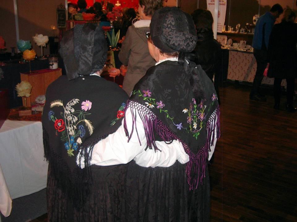 Marché de Noël 2013 à Passy : deux danseuses de Lou Folatons (cliché bth-CHePP)