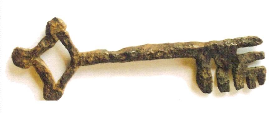 Une des deux clés retrouvées sur le site du château de Saint-Michel-du-Lac (D. Dilphy, p. 8)