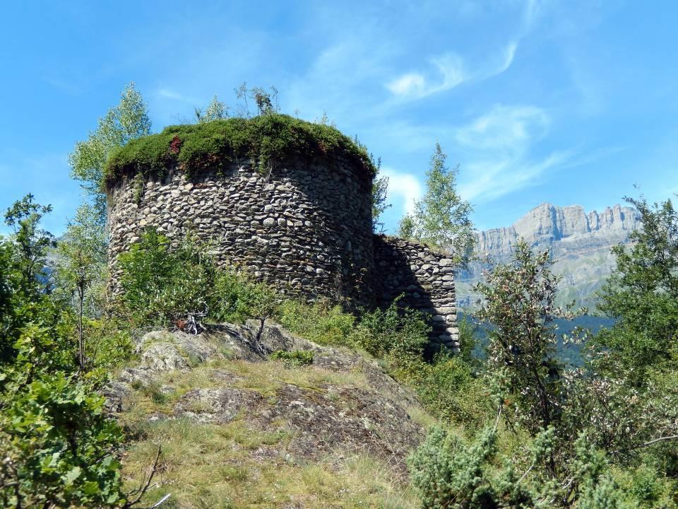 Tour du château Saint-Michel-du-Lac, face est (cliché Bernard Théry, 2014)