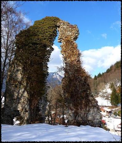 Ruines du château de Châtillon-sur-Cluses (site cabaret.over-blog).