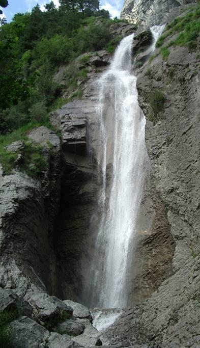 Le bas de la cascade d'Arpenaz en juillet 2009 (cliché Bernard Théry)