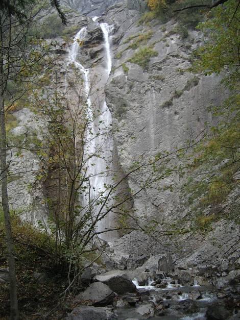 Le bas de la cascade d'Arpenaz en octobre 2012 (cliché Bernard Théry)