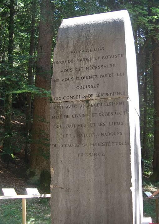 Monument à la mémoire de Frédéric Auguste Eschen : conseils aux voyageurs  (cliché Bernard Théry, 2013)