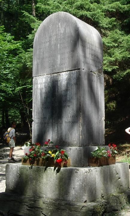 Monument à la mémoire de Frédéric Auguste Eschen (cliché Bernard Théry, 2013)