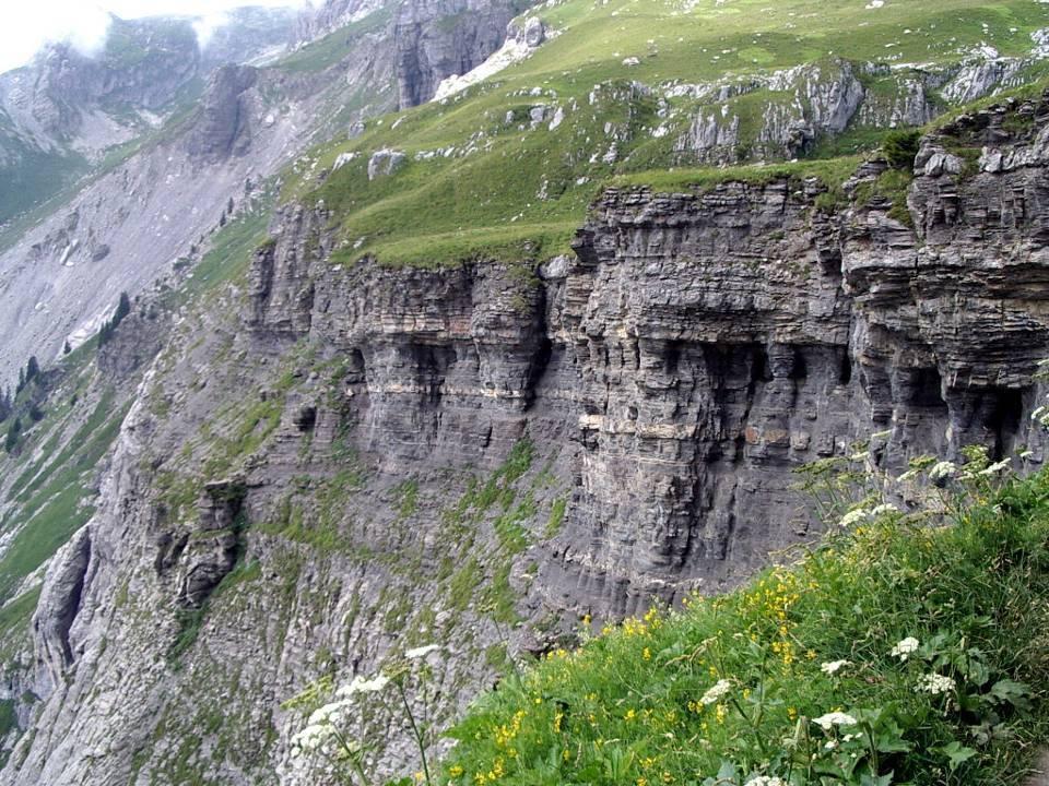 Couches sédimentaires du massif de Platé, à Passy (cliché Bernard Théry)