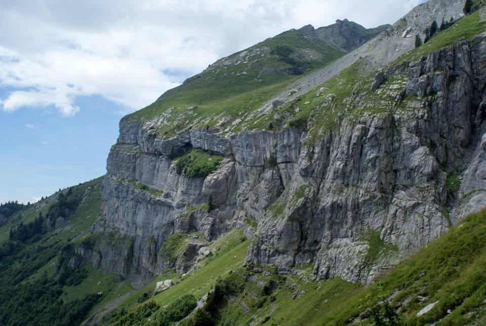 Couches sédimentaires du massif de Platé, à Passy (cliché Jean-Baptiste Poumaere)