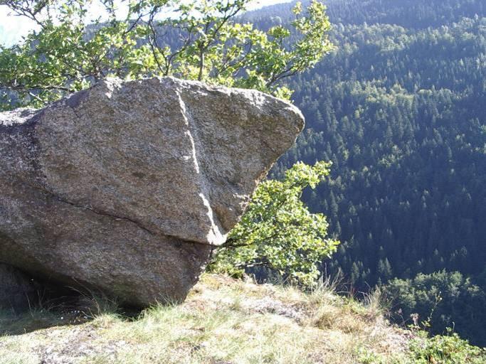 Le bloc du Laby au sommet des Gures à Passy (cliché Bernard Théry)